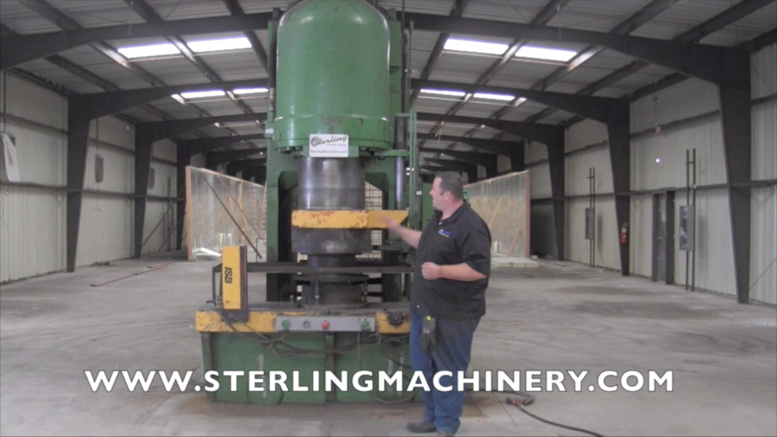 Machinery Videos Of Dealer Machine Tools Showing Used Lathe Milling Rotative Speed Regulator Borer Driller Controller 750 Ton X 18 Pacific Hydraulic Pressformer Press Dual Palm Control Safety Light Curtains A4336